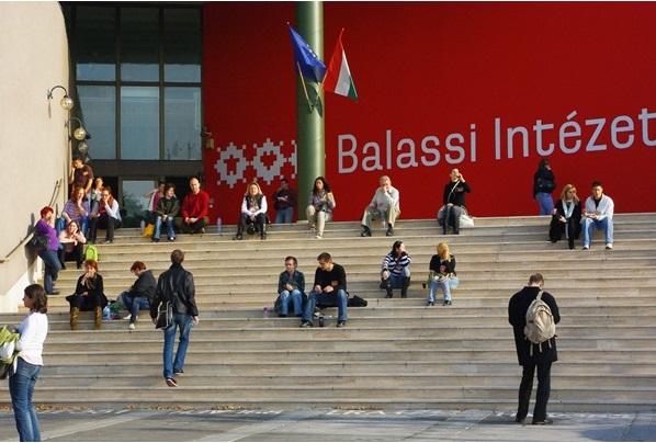 balassi_intezet_fobejarat_600