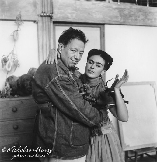frida-and-diego-with-gas-mask