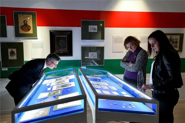 Kossuth-kiallitas_Deri_Muzeum