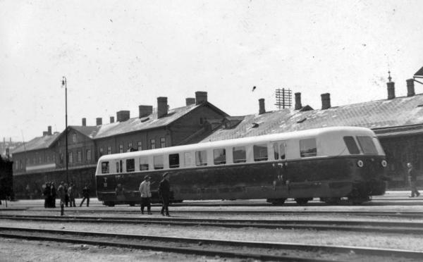 Vasutallomas_Szabadkan_1937-ben_2