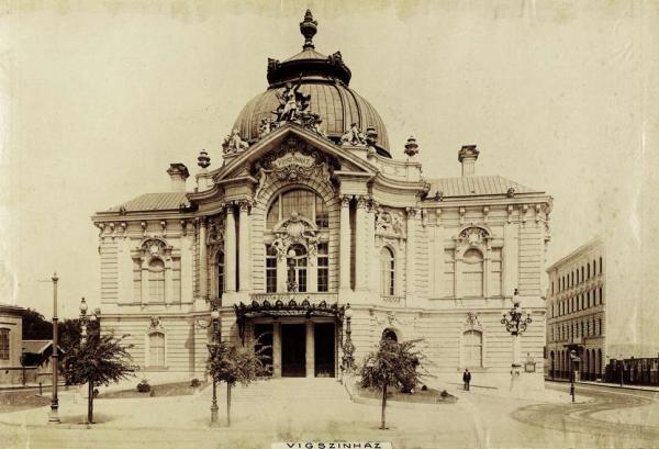 Vigszinhaz_1900