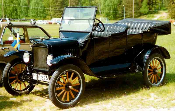 1923_Ford_Model_T_Touring_DTA273