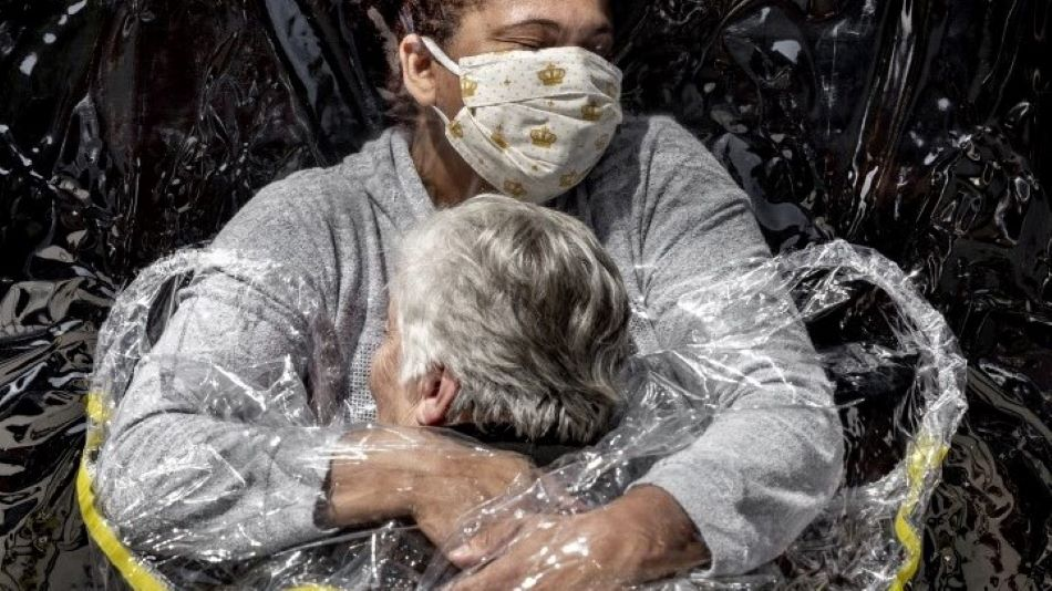 World Press Photo: Az első ölelés lett az év képe
