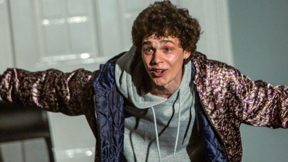 """Totth Benedek a Holtverseny színházi változatáról: """"A saját jogán is nagyon erős darab született"""""""